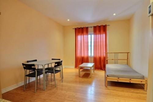 studio sous louer. Black Bedroom Furniture Sets. Home Design Ideas
