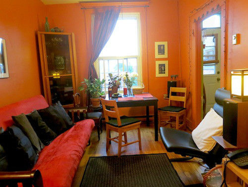 Chambre a louer montreal best chambre a louer grand tout for Meubles must montreal