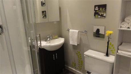 Tres bel appartement meubl montr al centre ville est for Meuble montreal centre ville